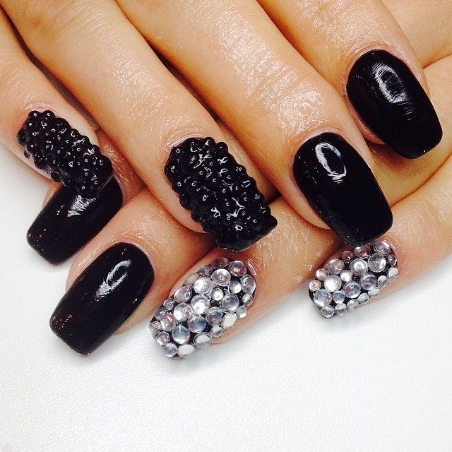 84001 Black And Silver Nails