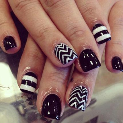 black and white Nails. Very cool Nails Creative and sexy. Will go with any outfit