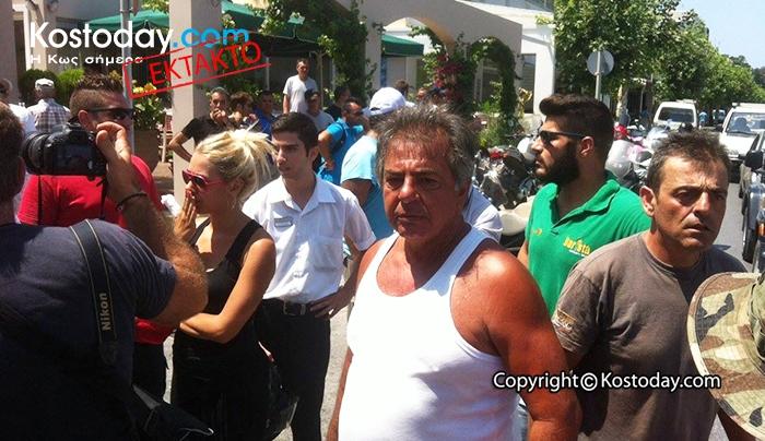 ΕΚΤΑΚΤΟ: Διαδήλωση ΣΥΜΠΑΡΑΣΤΑΣΗΣ στον αστυνομικό της Κω από τους πολίτες του νησιού (φωτό)