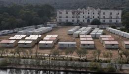 «Ασφυκτιούν» πάλι τα κέντρα υποδοχής μεταναστών