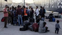Συνεχίζουν να φτάνουν πρόσφυγες στον Πειραιά -Αλλοι 347 από Μυτιλήνη και Χίο, θα μεταφερθούν σε δομές φιλοξενίας