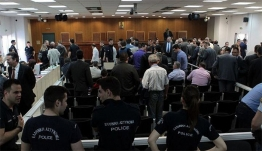 Ένταση μεταξύ των δικηγόρων Μίχου και Μιχαλολιάκου στη δίκη της Χρυσής Αυγής: «Άντε ρε φασιστάκο»