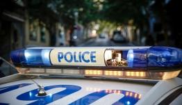 Εκτέλεσαν άνδρα με δύο σφαίρες στο κεφάλι σε είσοδο σπιτιού στη Βούλα