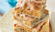 Πίτα με μανιτάρια, κολοκύθα, γραβιέρα και μυρωδικά