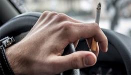 Κάπνισμα και οδήγηση: Πρόστιμα από 1.500 ευρώ και αφαίρεση διπλώματος