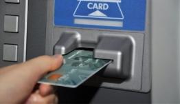 Υπέκλεπταν κάρτες ΑΤΜ, έφτιαχναν «κλώνους» και «ξάφρισαν» 1,3 εκατ. ευρώ