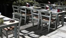 Πρόεδρος εστιατόρων: «Μείωση τζίρου 50% στα καφέ και 90% στην εστίαση»