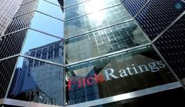 Fitch: Κίνδυνος νέων capital controls λόγω «κόκκινων» δανείων και δικαστικών αποφάσεων