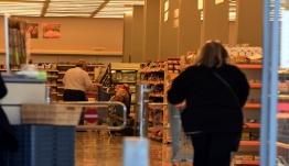 Εξετάζεται η μονοδρόμηση στους διαδρόμους των σούπερ μάρκετ