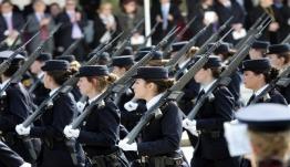 Απαγορεύσεις στρατιωτικής παρέλασης: Άσματα «ναι», συνθήματα «όχι»