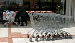 ΑΠΙΣΤΕΥΤΟ- Μεσσηνία: Πήγε στο σούπερ μάρκετ και βρήκε μέσα στο καρότσι... 10.500 ευρώ!