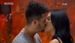 Power of Love: «Έπεσαν» τα πρώτα «καυτά» φιλιά στο κόκκινο δωμάτιο [βίντεο]