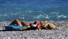 Αυστρία: Ετοιμη η Ελλάδα για θερινό τουρισμό – Λίγα κρούσματα στα νησιά