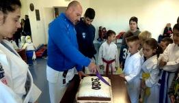 ΑΕΤΟΣ ΚΩ: γονείς και αθλητές του συλλόγου προχώρησαν στην κοπή της ετήσιας πρωτοχρονιάτικης πίτας.