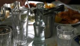 Τέλος το χύμα τσίπουρο - Μόνο εμφιαλωμένο στα τσιπουράδικα του Βόλου