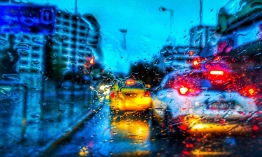 Καιρός - Νέο κύμα κακοκαιρίας: Πού θα «χτυπήσει» τις επόμενες ώρες - Καταιγίδες, χιόνια και... σκόνη