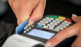 Τι αλλάζει στις αγορές με κάρτες-Πόσο μειώνονται οι συναλλαγές με μετρητά