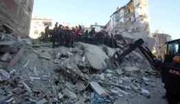 Θρήνος στα χαλάσματα! Συγκλονισμένη η Τουρκία από τον φονικό σεισμό - 20 νεκροί, 1015 τραυματίες