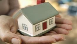 Προς συμβιβασμό κυβέρνησης-τραπεζών στις 120.000 ευρώ για την προστασία της πρώτης κατοικίας