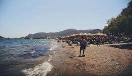 Κάτοικος νησιού προσέφυγε στο ΣτΕ για την απαγόρευση κολύμβησης