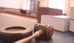 Ο κακός χαμός στη δίκη του ηθοποιού που κατηγορείται για βιασμό ταξιτζή