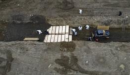 ΗΠΑ: 1.783 νεκροί μέσα σε ένα 24ωρο – Φτιάχνουν ομαδικούς τάφους