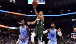 NBA: Σόου Αντετοκούνμπο, σούπερ κάρφωμα και τσαμπουκάδες [βίντεο]
