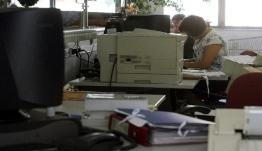«Πάγωμα» προσλήψεων προεκλογικά: Τι ισχύει για Δημόσιο και Δήμους