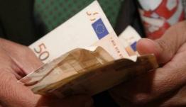 Έκτακτο βοήθημα 720 ευρώ: Ποιοι και πότε θα το πάρουν - Τα κριτήρια και τα δικαιολογητικά