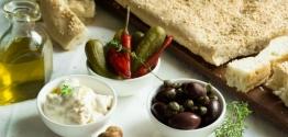 Το παραδοσιακό έθιμο της λαγάνας και η ωραιότερη συνταγή για το τραπέζι της Καθαράς Δευτέρας