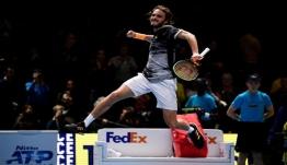 Τσιτσιπάς: Τον… ξόρκισε! Ιστορική νίκη επί του Μεντβέντεφ στο ATP Finals