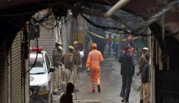 Πυρκαγιά σε εργοστάσιο στην Ινδία: Πάνω από 40 νεκροί – Τους έπιασε, κυριολεκτικά, στον ύπνο