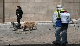 Με... χαρτί η έξοδος των ηλικιωμένων από το σπίτι - Νέο κύμα με 10 μέτρα ανακοινώνει η κυβέρνηση
