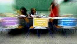 Ποιες είναι οι πορτοκαλί, γαλάζιες, μωβ και κίτρινες κάλπες που θα δείτε στα εκλογικά κέντρα