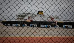Στην προβλήτα Ε12 το «Ελ. Βενιζέλος» – Επιχείρηση απομάκρυνσης των υγειών επιβατών