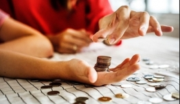 Στοιχεία - σοκ για τα εισοδήματα των Ελλήνων - Χάθηκαν 26,7 δισ. ευρώ - Πόσοι δηλώνουν λιγότερα από 10.000 ευρώ