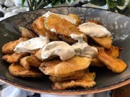 Κολοκυθάκια τηγανητά με σως γιαουρτιού