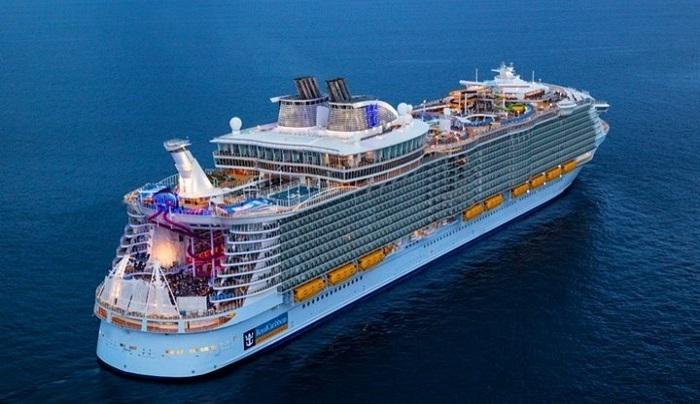 Στο λιμάνι του Πειραιά το μεγαλύτερο κρουαζιερόπλοιο του κόσμου - ΦΩΤΟ