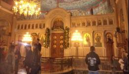 Εισβολή άνδρα με μαχαίρια σε εκκλησία την ώρα του γάμου στην Πάτρα